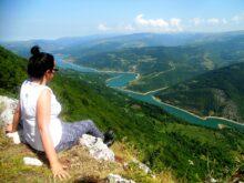 Vidikovac Kozji kamen-pogled na Zavojsko jezero