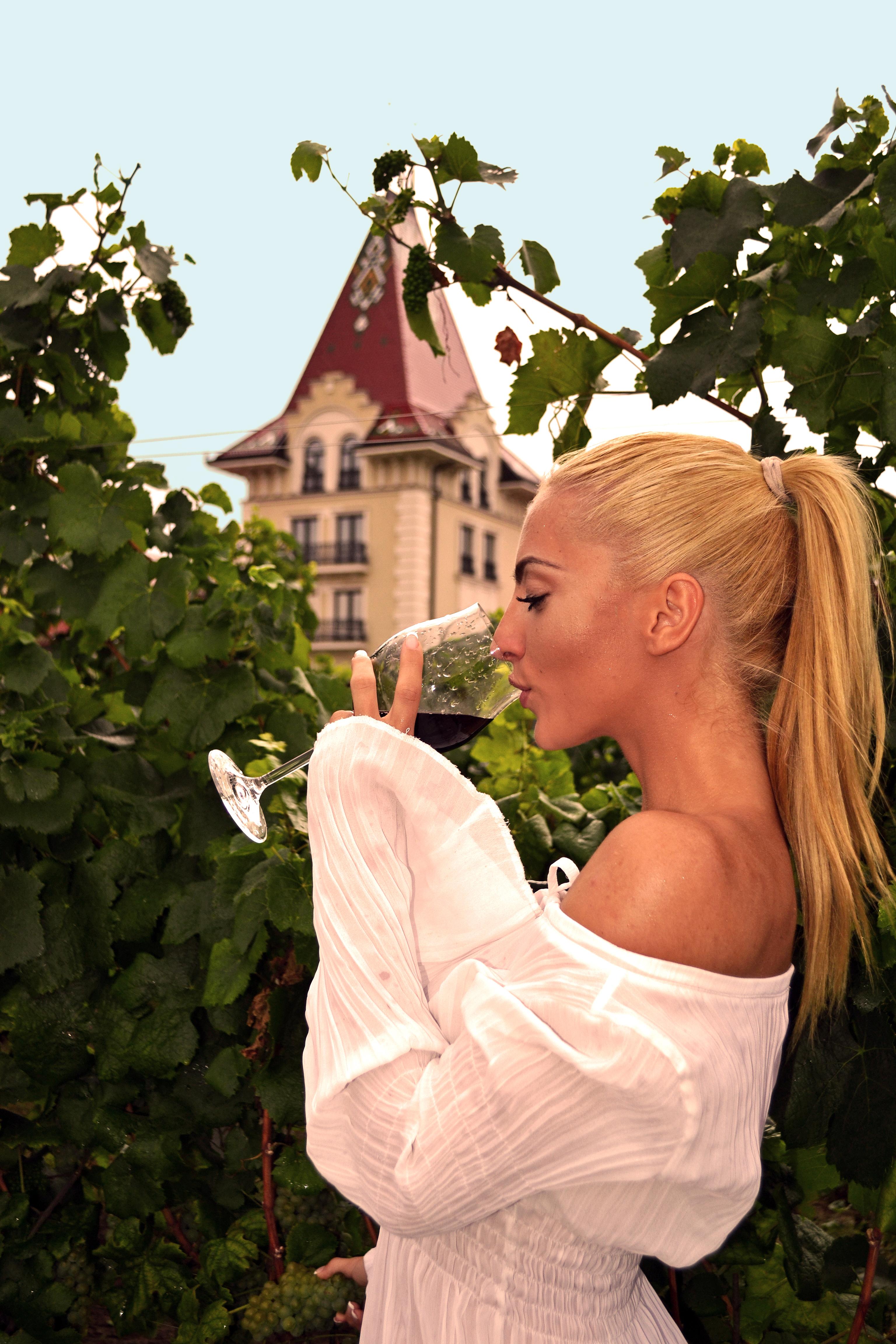 Vino je poljubac postojanja