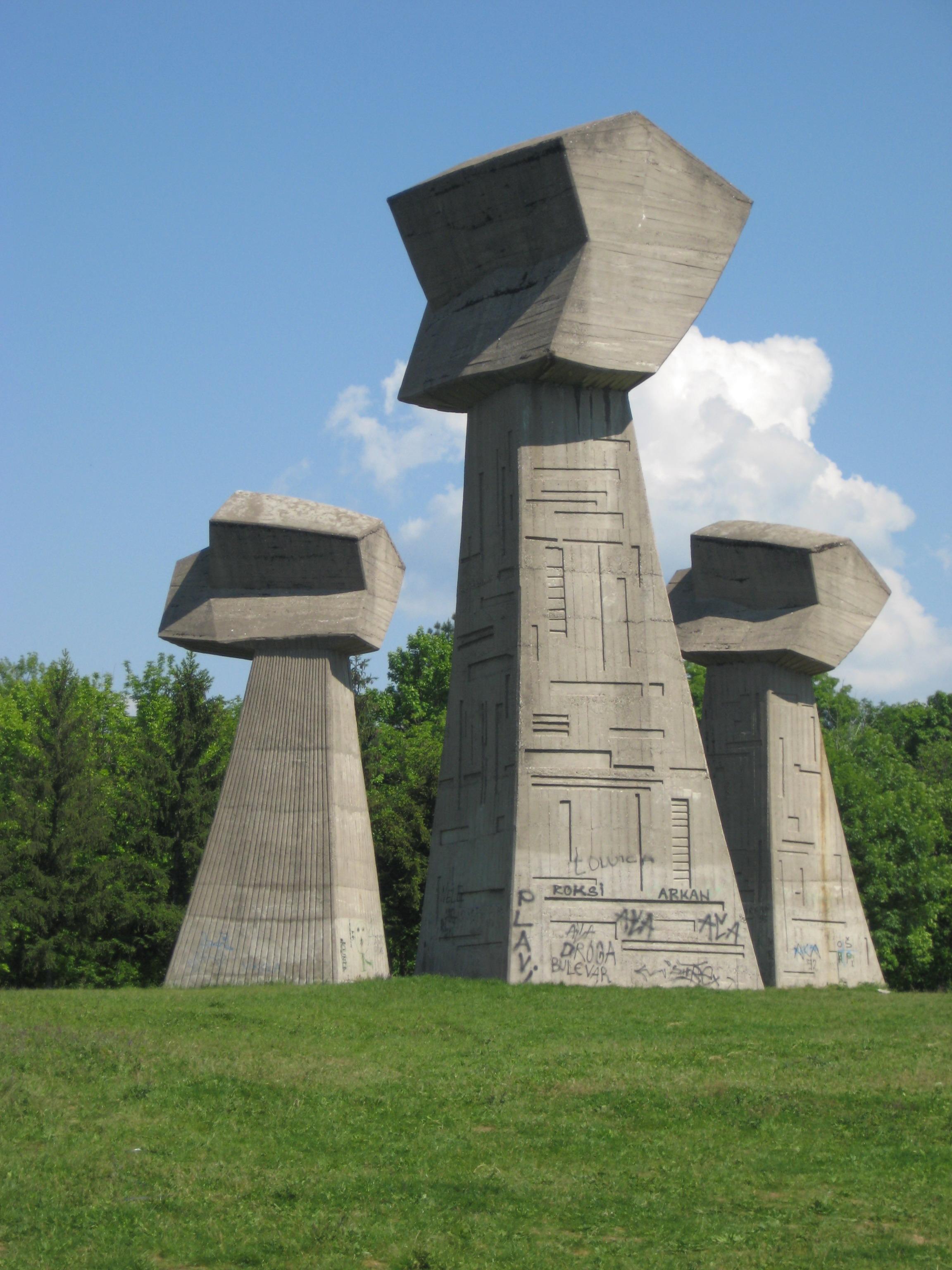 Spomenik 3 pesnice