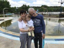 Baba i deda sa unukom na odmoru u banji Junakovic
