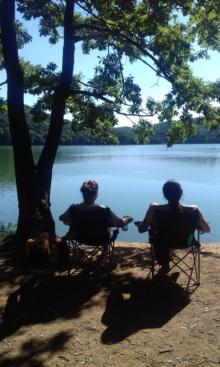 Sunčan dan, jezero i prijatelji
