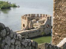 Mladi na tvrđavi Golubac